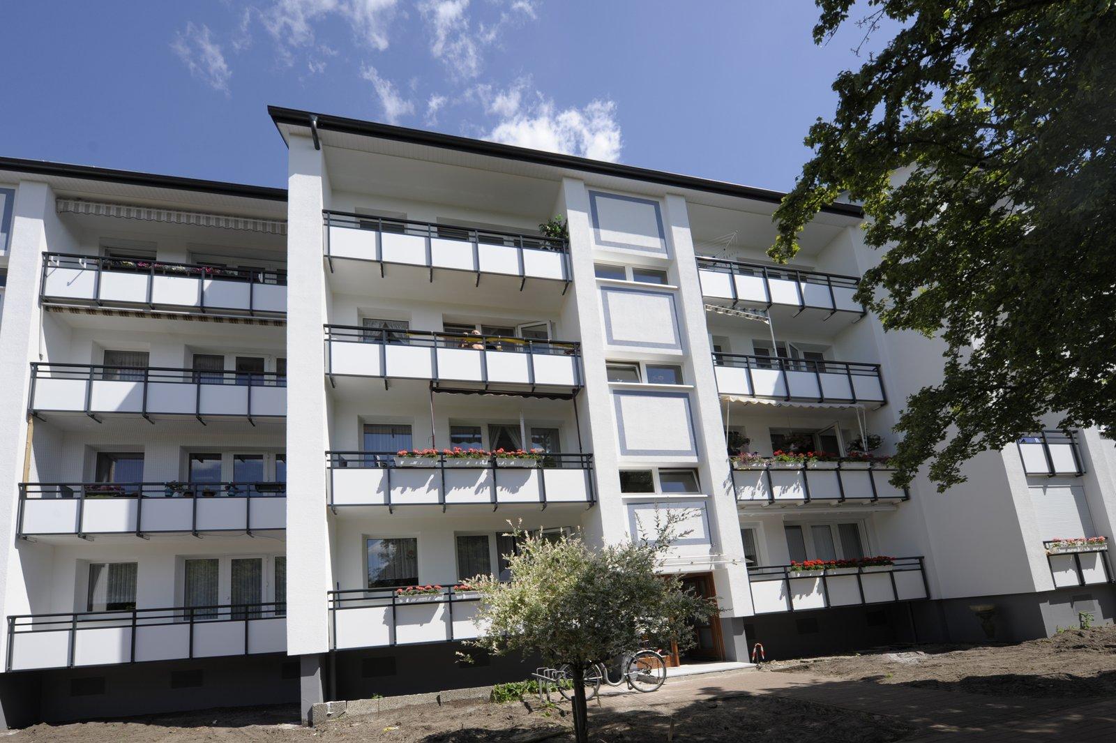 Eingangs- Balkonseite