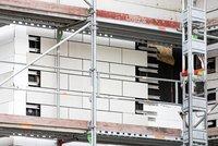 Vorschaubild für die Download-Datei Freigelegte Fassadenplatten an der Fassadenrückseite