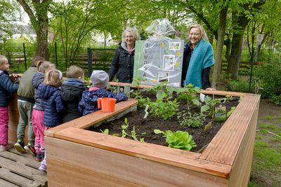 Vorschaubild für den Artikel 'Kita-Spielplatz mit Naschgarten und Sonnenschirm'