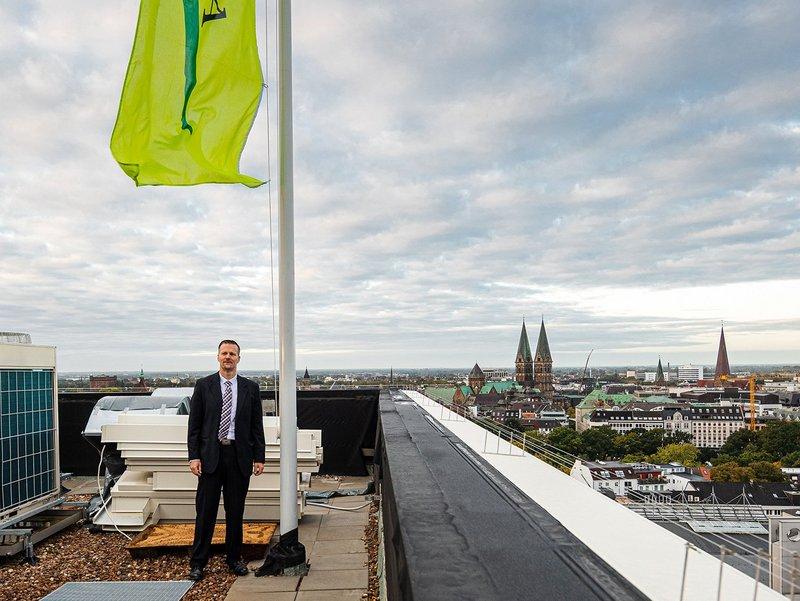 Lars Gomolka auf dem Dach der Bremer GEWOBA-Zentrale