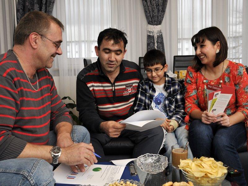 Familie beim Energiesparcheck
