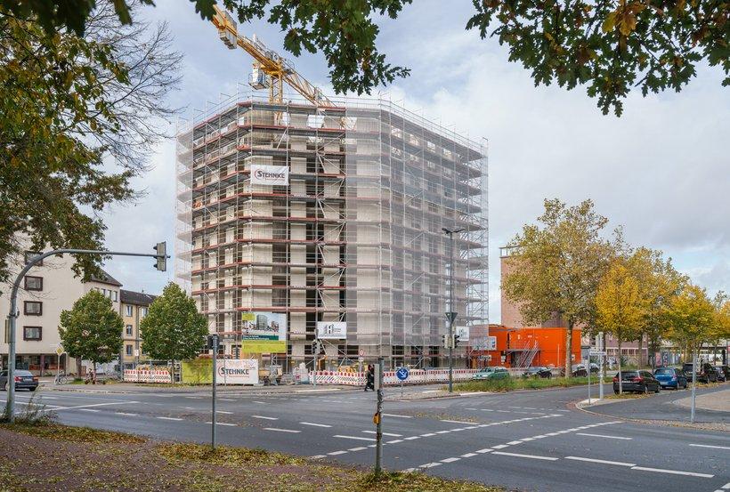 Hochhaus mit Baugerüst Hohentorsplatz